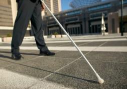 Des aveugles retrouvent la vue grâce à un implant rétinien !