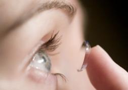 Comment choisir entre les lentilles toriques souples et rigides ?