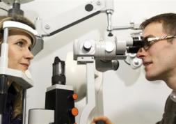 Canada : les opticiens et optométristes se chamaillent…