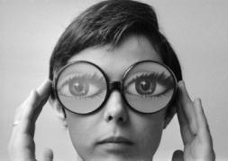 Pourquoi les lentilles de contact restent méconnues en France ?
