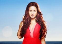 La star Demi Lovato fait la promo pour Acuvue 1 Day !