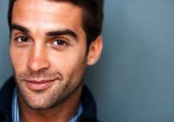 Les hommes et leurs lentilles de contact: Leurs secrets au grand jour!