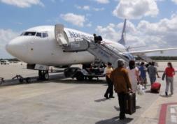 Porter des lentilles de contact en avion, est-ce permis ?