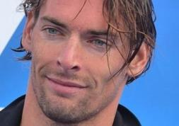 Le champion Camille Lacourt, sex-symbol des opticiens Krys !