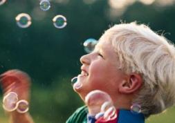 Etude: Les lentilles de contact rendent les enfants moins complexés