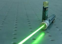 Premières lunettes anti-laser pour pilotes et conducteurs