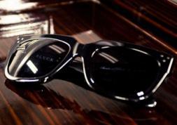 Les lunettes de soleil interdites par peur des gangs de voleurs !