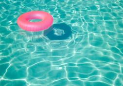 Yeux rouges à la piscine : ce n'est pas le chlore, mais l'urine...