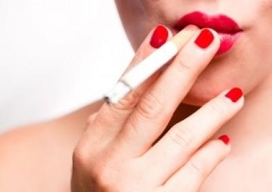 Cigarette et lentilles de contact, un duo explosif...