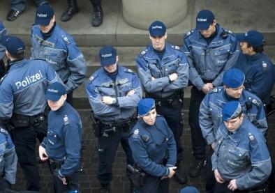 Nouvel accessoire pour la police : les lunettes anti-crachats