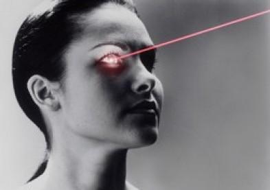 changer la couleur des yeux au laser une innovation controvers e infos lentilles de contact. Black Bedroom Furniture Sets. Home Design Ideas