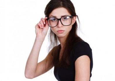 Presbytie précoce : la faute aux bras des femmes...