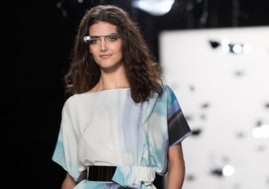 Des mannequins défilent avec les lunettes Google !