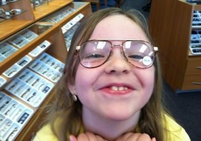 Des lunettes à double foyer pour freiner la myopie infantile