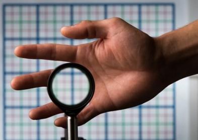 Une cape d'invisibilité grâce aux lentilles, c'est possible !